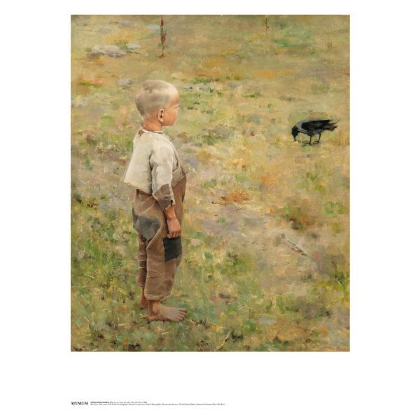 Ruohikolla seisova poika vaaleassa paidassa ja vaalenaruskeissa housuissa katselee maata nokkivaa varista