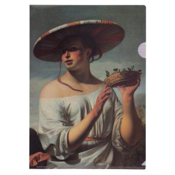 Nuori nainen leveälierinen hattu päässä muovitasku