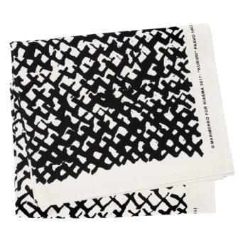 Kuriiri taidekangas 150 x 230 cm, mustavalkoinen kuriirikuosi kankaalle