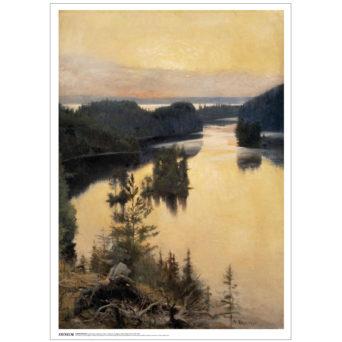 Kuvaus auringonlaskun aikaan harjun päältä järven suuntaan, etualalla kantoa ja keskellä menee metsää, oranssi taivas joka heijastuu oranssina myös veteen