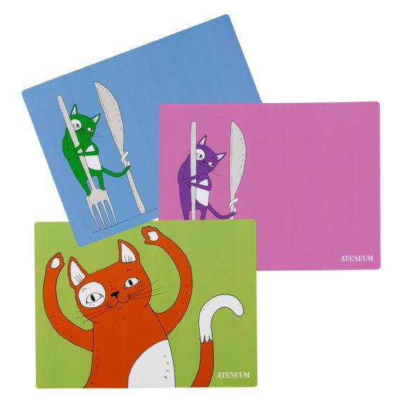 Skissi-kissa tabletti, 3 erilaista Skissi tablettia, sininen vihreällä kissalla haarukan ja veitsen kanssa, vaaleanpunainen violetilla kissalla haarukan ja veitsen kanssa, vihreä tabletti oranssilla kissalla