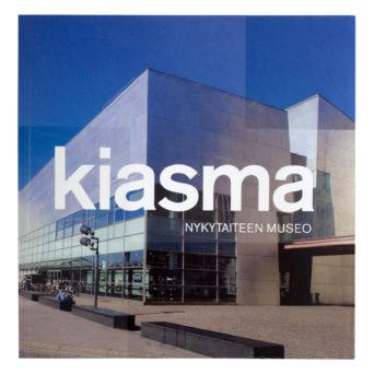 Kiasma Nykytaiteen museo, kannessa kuva Kiasmasta ja iso Kiasma teksti keskellä kantta