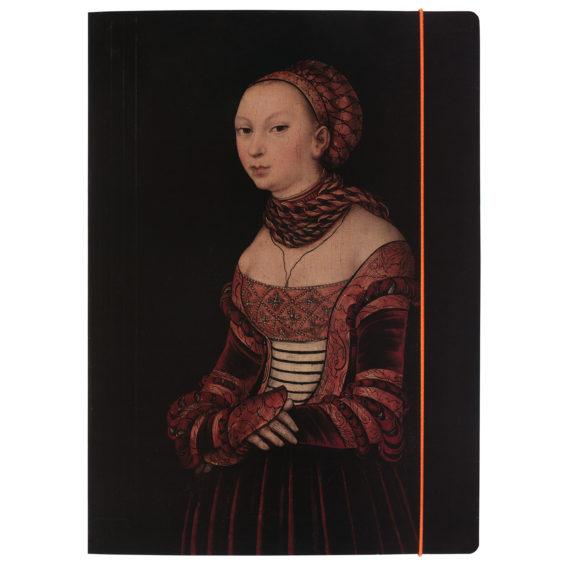 A4-kokoinen pahvikansio, jossa oranssi kuminauha ja mustalla taustalla nainen renesanssiajan vaatetuksessa