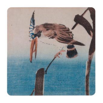 Neliön mallinen lasinalunen, jossa lintuaiheinen puupiirroskuva