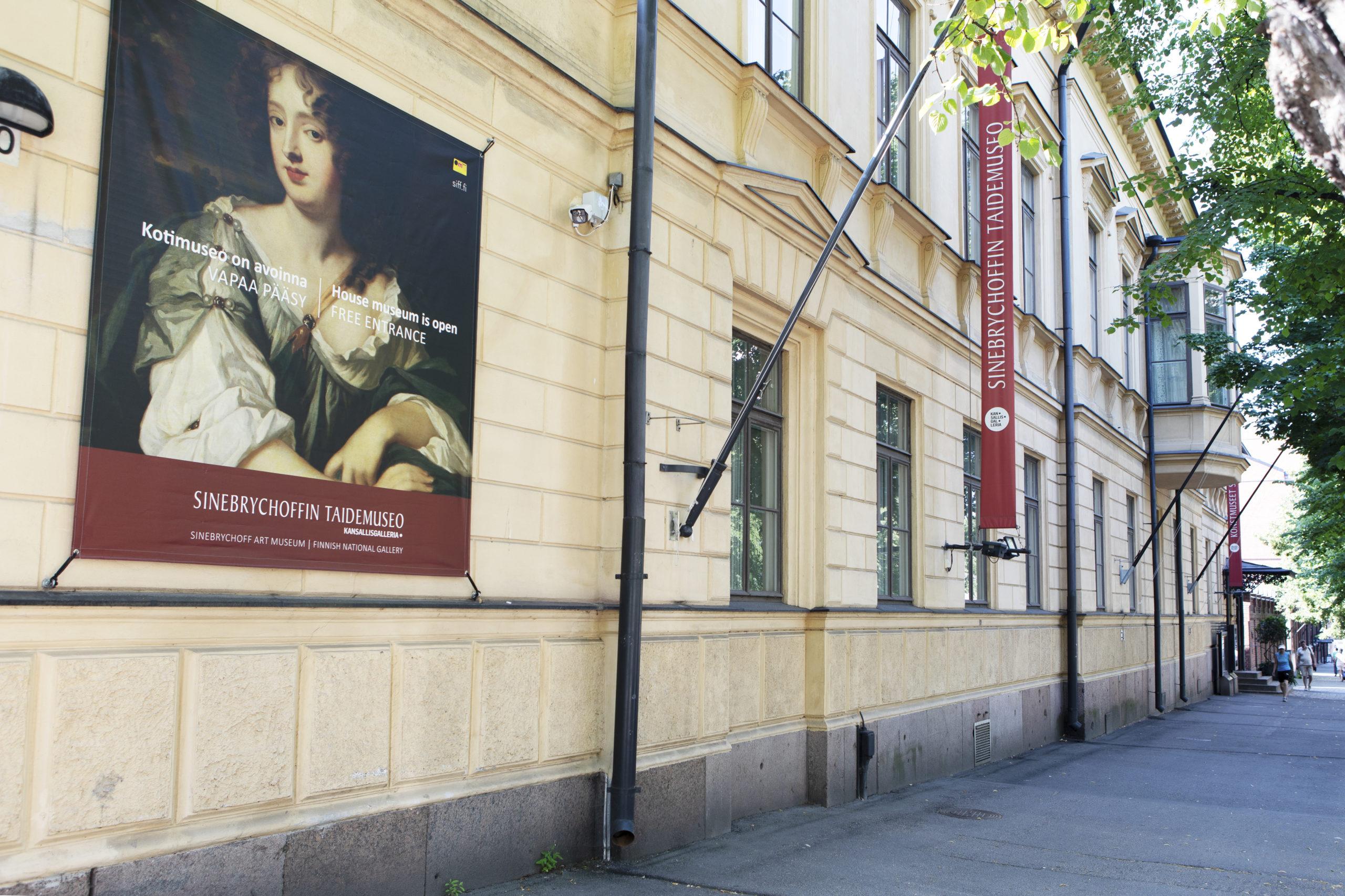 Sinebrychoffi Art Museum building from street