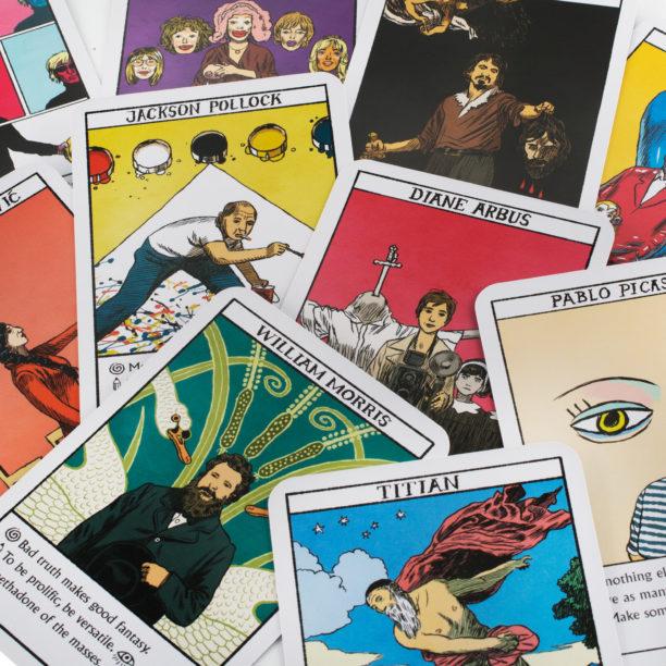 Kasa värikkäitä tarot-kortteja