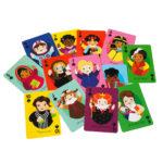 Kasa erivärisiä kortteja, joihin on piirretty erilaisia naishahmoja