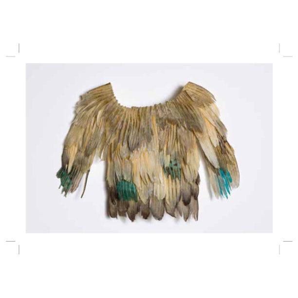 Sulista tai muusta orgaanisesta materiaalista tehty vaaleanruskeasävyinen paita