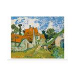 Värikäs kuva pienestä maalaiskylä kadusta, etualalla oranssikattoisia rakennuksia, sininen taivas valkoisine pilvineen taustalla