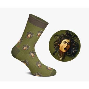 Murretun vihreät sukat, jossa huutoon vääristyneiden kasvojen kuvia