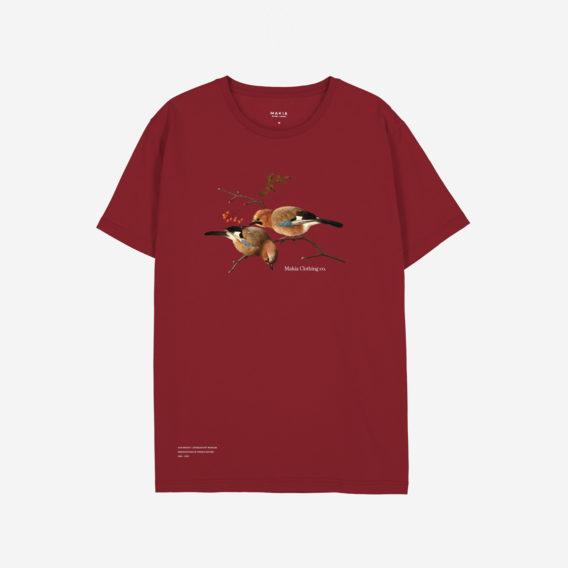 Punainen t-paita, johon printattu kaksi närheä pihlajan oksassa