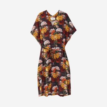 Lyhythihainen kukkakuosinen mekko