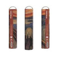 Kolme pystyssä oleva putkiloa, joihin on kuvattu poskillaan käsiä pitävä, sillalla seisova hahmo huutamassa