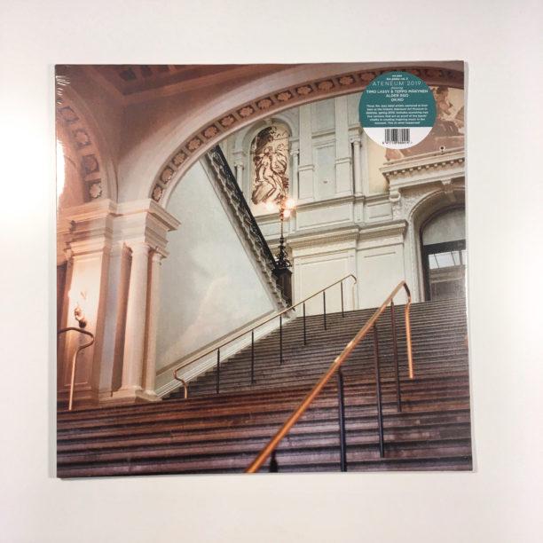 LP-levyn etukansi, jossa valokuva Ateneumin pääportaikosta