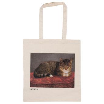 Vaalea kangaskassi, jossa punaisella tyynyllä makaava kissa