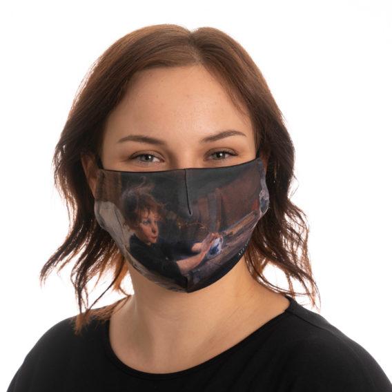 Naismallikasvoillaan kangasmaski, jossa printti Toipilas-teoksesta