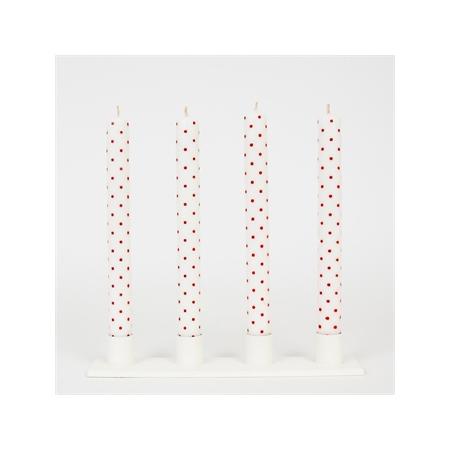 Neljä pilkullista kynttilää
