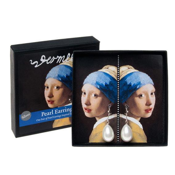 Korvakorurasian kannessa tyttö sininen huivi päässä