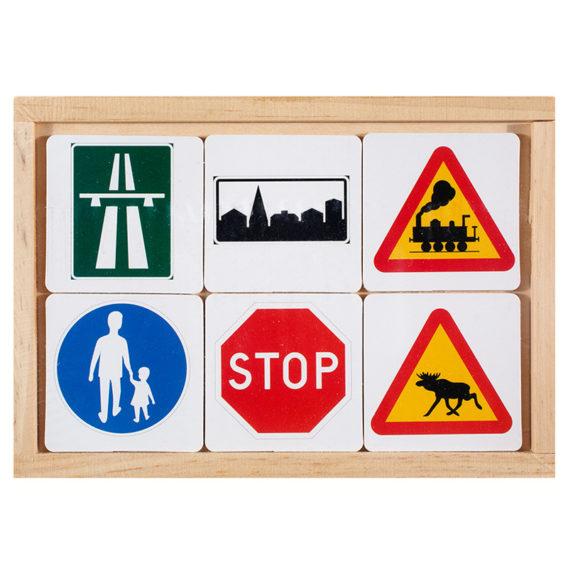 Puisen rasian kannessa liikennemerkkien kuvia