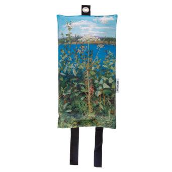 Sammutuspeitteen pussukassa kasveja veden äärellä